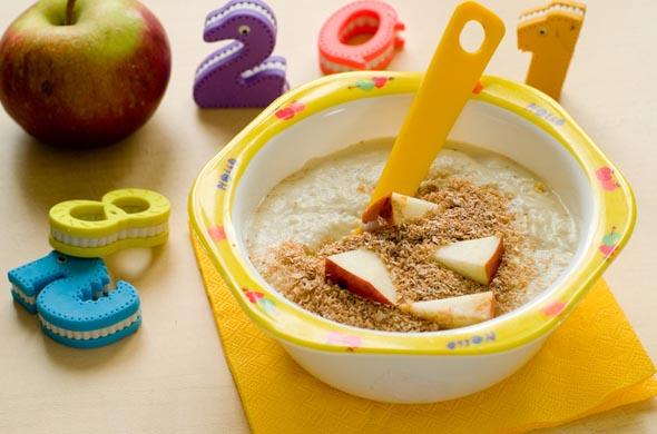 Recette de compote de pommes croustillantes aux biscuits pour bébé 9 mois