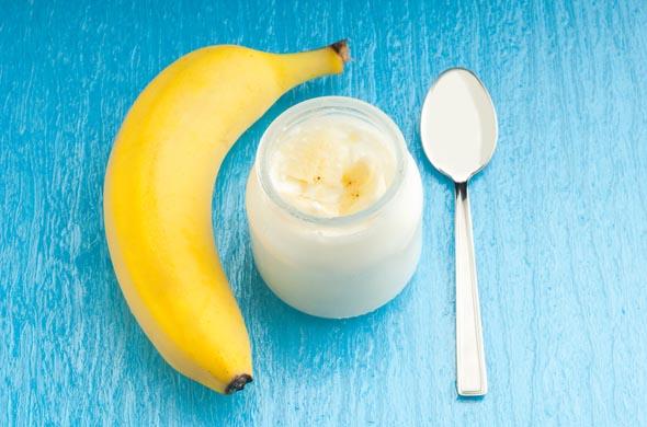 Petit pot sucré de yaourt et banane pour bébé