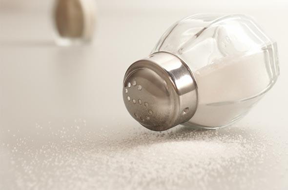 Pourquoi ne faut il pas mettre de sel dans les repas de - Composition du sel de cuisine ...