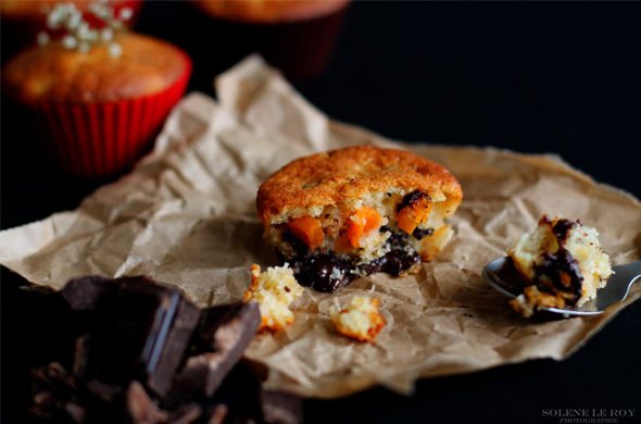 Mini-cakejes met butternut met kaneel en stukjes chocolade