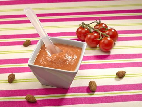 Tomatencremesuppe mit Mandeln