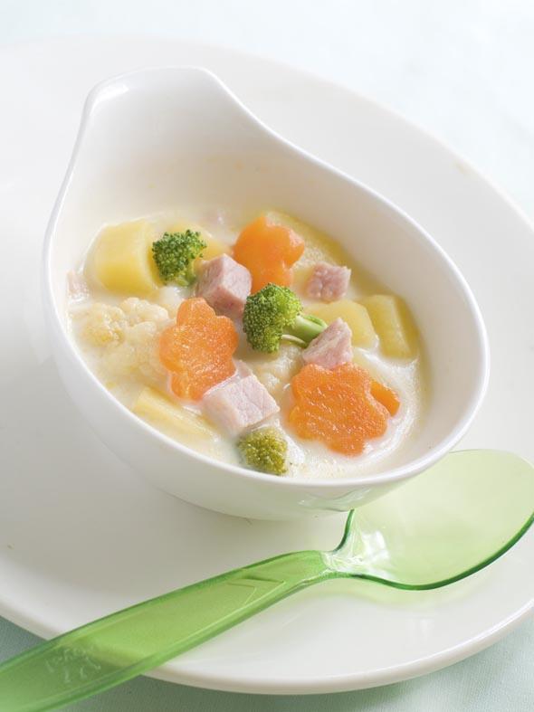Recette pour enfant de petits pommes de terre aux légumes, dés de jambon et crème liquide