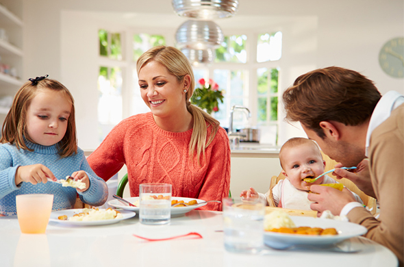 Savoir instaurer les bonnes habitudes alimentaires en for Idee repas convivial en famille
